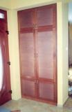 Előszoba falburkolat és szekrény - Beépített szekrény rattan betéttel