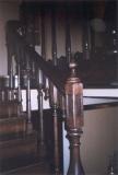 Falépcső készítés - Bükkből készült íves lépcső, betonra szerelt