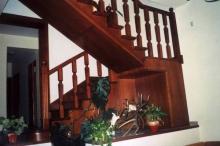 Falépcső készítés - Tölgyfa lépcső cseresznye színre pácolva
